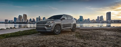 The new 2022 Jeep® Compass debuts at the 2021 Chicago Auto Show with unmatched Jeep 4x4 capability, a modern new interior with double the storage capacity, a new 10.25-inch digital gauge cluster and available 10.1-inch Uconnect 5 touchscreen, and loaded with standard advanced safety and security features, including full-speed forward collision warning and blind-spot monitoring with rear-cross path detection.