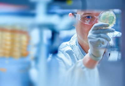 Investments in state-of-the-art manufacturing ensure that Thermo Fisher cell and gene therapy customers have reliable access to the high-quality materials and capabilities that have become vital for the production of new therapies and vaccines.