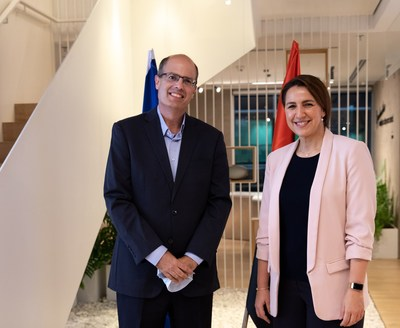 Start-Up Nation Central's new CEO Mr. Avi Hasson with H.E Mariam Almheiri, UAE Minister of State for Food and Water Security (Credit: Vered Farkash)