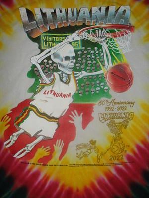 """""""Skullman.com"""" išleido 30 metų originalių 1992 m. """"Skullman"""" krepšinio megztinių, kuriuos sukūrė Gregas Spearsas ir kurie buvo išpopuliarinti Barselonos vasaros olimpinėse žaidynėse, 1992–2022 m. Leidiniai yra tiek originalūs, tiek ir 1992–2022 m. Kolekcininkų 30-mečio leidimai. """"Lithuania Tie Dye®"""" ir """"Lithuanian Slam Dunking Skeleton®"""" prekių ženklai yra saugomi autorių teisių 1992 © ir yra """"Greg Spears"""" prekių ženklai."""