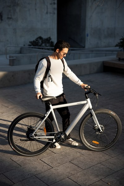 The Aero is the perfect e-bike for riders who want it all: convenience, style, and performance.