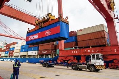 XCMG envia 972 unidades de equipamentos de maquinário de construção para a América do Sul. (PRNewsfoto/XCMG)
