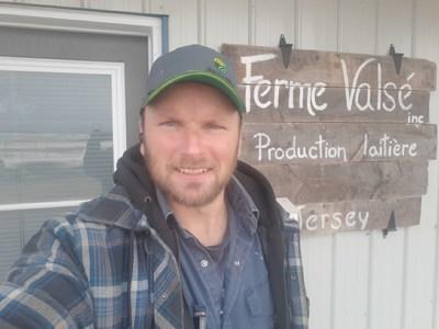 Sébastien Grondin, de la Ferme Valsé, est finaliste de la 16e édition du concours Tournez-vous vers l'excellence! (Groupe CNW/La Financière agricole du Québec)