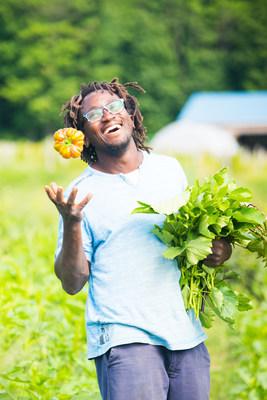 Edem Amegbo, Au jardin d'Edem (production maraîchère biologique), est finaliste de la 16e édition du concours Tournez-vous vers l'excellence! (Groupe CNW/La Financière agricole du Québec)