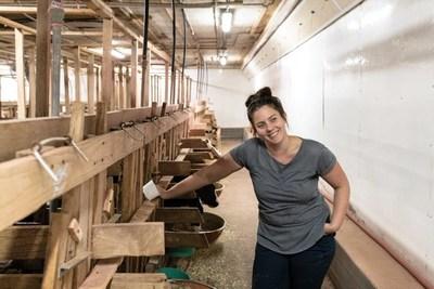 Sophie Brodeur, Ferme Réso (production de veaux de grain), est finaliste de la 16e édition du concours Tournez-vous vers l'excellence! (Groupe CNW/La Financière agricole du Québec)