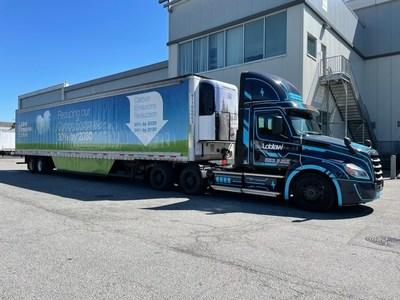 Les Compagnies Loblaw Limitée poursuit ses projets visant à électrifier la flotte avec le lancement du Freightliner eCascadia (Groupe CNW/Les Compagnies Loblaw limitée)