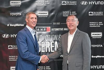 Hyundai Motor Group Honorary Chairman, Mong-Koo Chung, has been officially inducted into the Automotive Hall of Fame at the 2020/2021 Induction and Awards Ceremony. The induction ceremony was attended by Hyundai Motor Group Chairman Euisun Chung, who participated in Honorary Chairman Mong-Koo Chung's place. (From left to right) Ramzi Hermiz, Chairman of the Board, Automotive Hall of Fame and Euisun Chung, Chairman of Hyundai Motor Group.