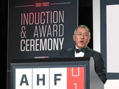 Hyundai Motor Group Honorary Chairman, Mong-Koo Chung, has been officially inducted into the Automotive Hall of Fame at the 2020/2021 Induction and Awards Ceremony. The induction ceremony was attended by Hyundai Motor Group Chairman Euisun Chung, who participated in Honorary Chairman Mong-Koo Chung's place.
