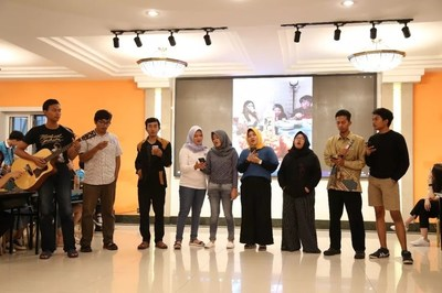 Indonesian students sang songs at the party
