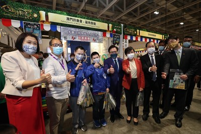 Guests of honour receive a guided tour of the Sands Shopping Carnival Friday at The Venetian Macao's Cotai Expo, after officiating the opening ceremony.