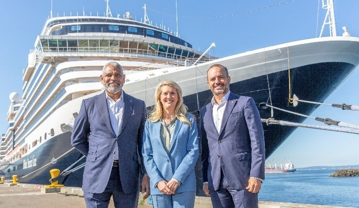 L-R: Arnold Donald, President & CEO, Carnival Corporation & plc, Jan Swartz, Princess Cruises President, and Gus Antorcha, President of Holland America Line in front of Nieuw Amsterdam in the Port of Seattle (July 2021)