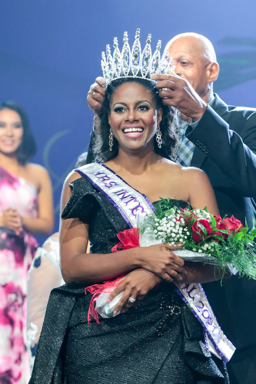 Mrs. International 2021, Yolanda Stennett, of White Plains, MD, is crowned by her father, John Makle, Jr., and Mrs. International 2020, Ashley Rae Klinger, during the annual final competition held July 24 in Kingsport, Tennessee. Photo credit:  Paul Preston Photographer