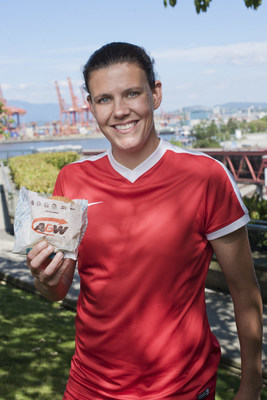 Brand Champion, Christine Sinclair, leads A&W's 13th annual Burgers to Beat MS Day for the fifth consecutive year, rallying Canadians to join her in helping raise funds and awareness for people living with MS. (CNW Group/A&W Food Services of Canada Inc.)
