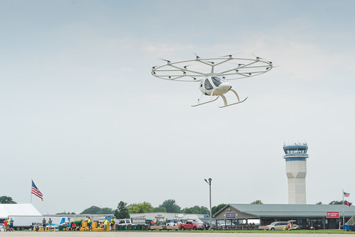 The Volocopter 2X during a rehearsal flight leading up to the EAA AirVenture in Oshkosh, where Volocopter performed the first crewed public flight of an electric vertical take-off and landing aircraft in the US. ©Volocopter Pictures and footage of the historic flight will be available at https://mediahub-volocopter.pixxio.media/collection/46
