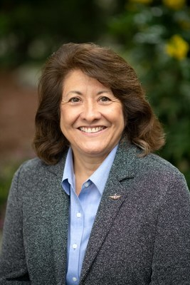 Alaska Airlines appoints 34-year airline veteran Toni Freeberg to lead sales.