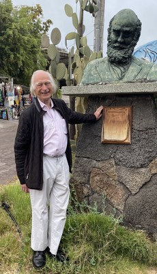 Famed Oxford Scientist Denis Noble stands next to a bust of Charles Darwin on the Galápagos Islands, where Darwin developed his Theory of Evolution.  Noble believes textbooks have omitted much of Darwin's original work and says correcting how evolution is taught holds they key to curing diseases. (PRNewsfoto/Natural Code LLC)