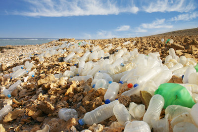 The presence of plastic trash is now found in most marine habitats, clogging the oceans, Great Lakes, coral reefs, beaches and rivers around the world (photo: Getty Images)