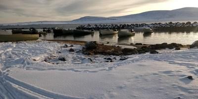 La photo montre le lieu où le nouveau port pour petits bateaux sera construit à Clyde River, Nunavut. (Groupe CNW/Pêches et Océans Canada dans la région de l'Ontario et des Prairies)