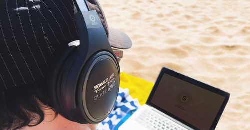 Andrew Bojanic mixing with the Scaeva-Powered VSX on the beaches of Maui