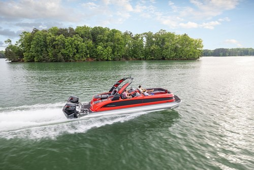 The 2022 Manitou XT is the ultimate in luxury and performance pontoon boats, and is now available with up to 900 hp. ©BRP 2021 (CNW Group/BRP Inc.)