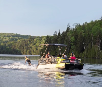 The 2022 Sea-Doo Switch is a re-imagined pontoon that makes hitting the water more accessible than ever before. ©BRP 2021 (CNW Group/BRP Inc.)