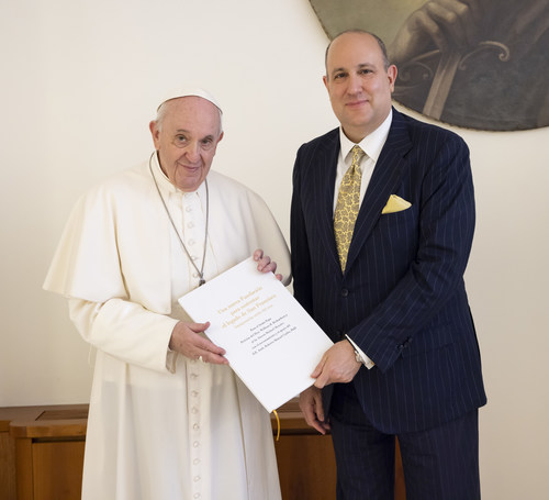 May 26th  – Pope Francis marks the founding of the St. Francis Day Foundation taking its leave from his landmark encyclical Laudato Si', together with the organization's Chairman, US Business leader Mr. Steve Menzies. (Photo: Nate Wells)