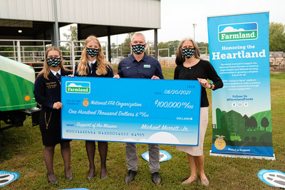 As part of Farmland's Honoring the Heartland Tour, representatives from Smithfield Foods and FFA gather at the Johnson County Fair to celebrate the $100,000 donation to strengthen agricultural programs nationally. (left to right: Bailey Robinson, Nebraska State FFA Vice President, Emma Kuss, Nebraska State FFA Secretary, Matthew Riggins, Senior Sales Account Manager for Smithfield Foods, Cassy Puskala, Regional Director for Corporate Development for National FFA Organization)