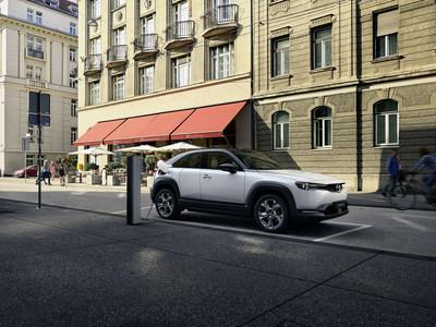 2022 Mazda MX-30 EV (CNW Group/Mazda Canada Inc.)