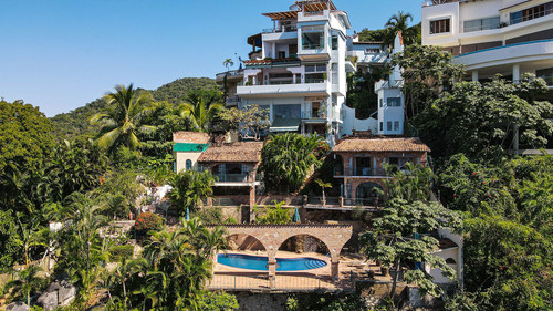 Enjoy 270-degree views of Banderas Bay in Puerto Vallarta's Zona Romantica! The live, on-site and simultaneous online auction for this one-of-a-kind property will take place at 2pm CDT on Friday, Sept. 24th.