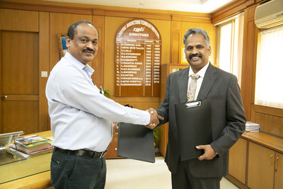 Dr. Nagahanumaiah, Director, Central Manufacturing Technology Institute (CMTI), India and Sridhar Dharmarajan, EVP, Hexagon Manufacturing Intelligence exchanging the MoU (PRNewsfoto/Hexagon)
