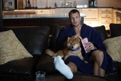 Gronk with Shiba Inu and Popcorn (CNW Group/Voyager Digital (Canada) Ltd.)
