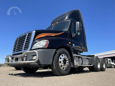 2013 Freightliner Cascadia 125, 507,876 miles, 455-horsepower 14.8-liter Detroit DD15, 10-speed transmission. AuctionTime sold price: $33,700 (USD).
