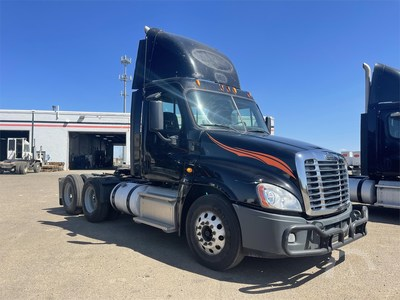 2013 Freightliner Cascadia 125, 564,384 miles, 455-horsepower 14.8-liter Detroit DD15, 10-speed transmission. AuctionTime sold price: $30,200 (USD).