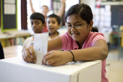 Les élèves participent au programme d'élections parallèles Vote étudiant. (Groupe CNW/CIVIX)