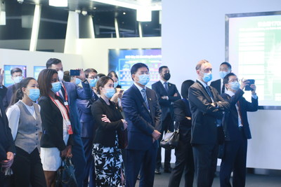 A delegation of Ambassadors from over 20 countries visited H3C's Hangzhou headquarters