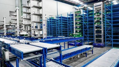 HAIPICKtm robots in operation at Booktopia's distribution center in Lidcombe, NSW