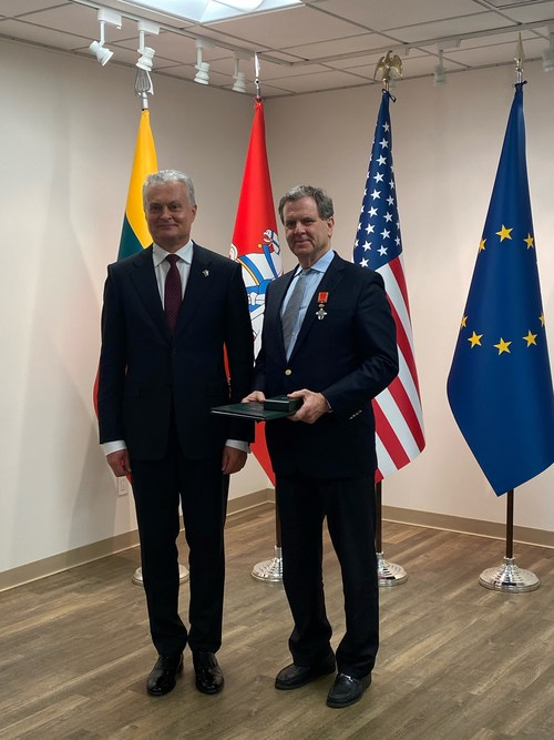 Lithuania President (l) Gitanas Nausėda and American Jewish Committee CEO David Harris.