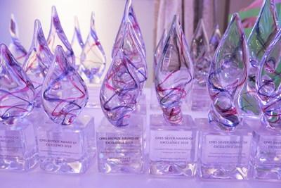 Awards of Excellence Statues - Photo courtesy of Canadian Press (Groupe CNW/Société canadienne des relations publiques)