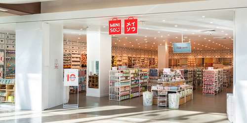 Globally inspired lifestyle brand MINISO will open its doors in Flushing at the mixed-use development, Tangram, debuting in early 2022. (PRNewsfoto/MINISO)