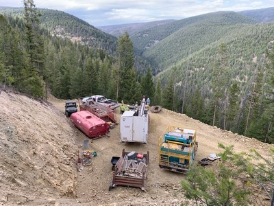 Image 1 – First Cobalt and contractors' drilling crew setting up equipment, targeting the copper-rich western extension of the Iron Creek deposit. (CNW Group/First Cobalt Corp.)