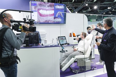 Anyone unable to visit the Cologne trade show in person can tune in online to exocad's IDS live stream for top-notch software tutorials hosted by exocad experts, first-hand impressions of the trade event and interviews with strategic partners on the showroom floor.