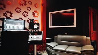 Stop Lookin Studios