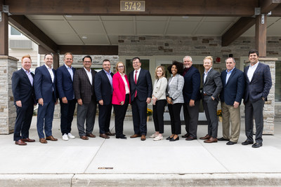 From L to R: David Pepper, CDO; Patrick Pacious President & CEO, Choice Hotels; Tim Healy, President & CEO, Holladay Properties; Keith Jones, VP, Extended Stay Development; Ron Burgett, SVP, Extended Stay Development; Lisa Adams, RVP, Extended Stay Development; Thomas Hood, Mayor of Gurnee; Anna Scozzafava, VP, Extended Stay Strategy & Operations; Maya Yette, Senior Extended Stay Brand Manager; Glenn McFarland, RVP, Extended Stay Franchise Performance; Matt McElhare, Senior Director, Extended Stay Brands; Kevin Lodge, Regional Director, Extended Stay Operations; Will Ballard, Director, Extended Stay Real Estate & Land Acquisitions. (Photo Credit: Tori Soper Photography)