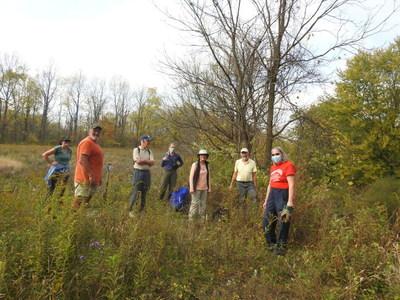 Volunteers at Ontario Nature's Sydenham River Nature Reserve, Credit: Gabby Zagorski (CNW Group/Ontario Nature)