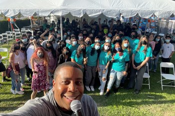 Actor and comedian Kenan Thompson poses for a selfie with Boys and Girls Club members in Whittier, Calif. Building on his experience portraying a veterinarian in an upcoming feature film, Thompson surprised students at Banfield Pet Hospital's NextVet launch event to help inspire the next generation of veterinary professionals.