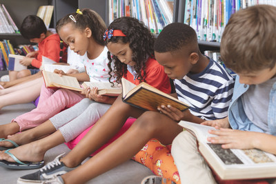 Children reading at the library (CNW Group/International Dyslexia Association Ontario)