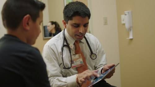 Dr. Rajan Merchant, an Allergy, Asthma, and Clinical Immunology specialist with Woodland Clinic Medical Group/Dignity Health Medical Foundation, with a patient.