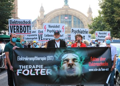 Led by German human rights activists Bernd Trepping & Nicola Cramer, Citizens Commission on Human Rights brought their campaign to the streets of Frankfurt, Germany, to expose the harm of electroshock and demand an end to its use.