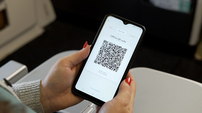 United Becomes First Airline to Introduce PayPal QR Codes as Inflight Payment Option
