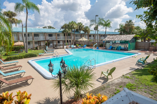 DSH Hotel Advisors arranges the sale of the 118-room Magnuson Hotel in Clearwater, Florida